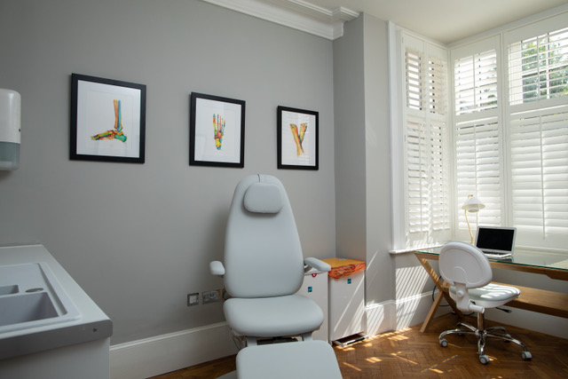 Hove Foot Clinic treatment room offering professional podiatry treatments for a range of foot problems - Podiatrist in Hove and Brighton - Hove Foot Clinic